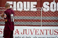 SÃO PAULO,SP,23 MARÇO 2013 - CAMPEONATO PAULISTA A2 - JUVENTUS x GUARATINGUETA - jogadores  do Juventus lamentam rebaixamento para serie A3 após partida Juventus x Guaratingueta válido pela 18º rodada do Campeonato Paulista A2 no Estádio Rodolfo Crespi ( Rua Javari ) na manhã deste sabado (23).FOTO ALE VIANNA - BRAZIL PHOTO PRESS.