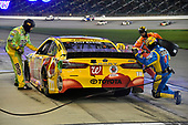 #18: Kyle Busch, Joe Gibbs Racing, Toyota Camry M&M's Red Nose Day