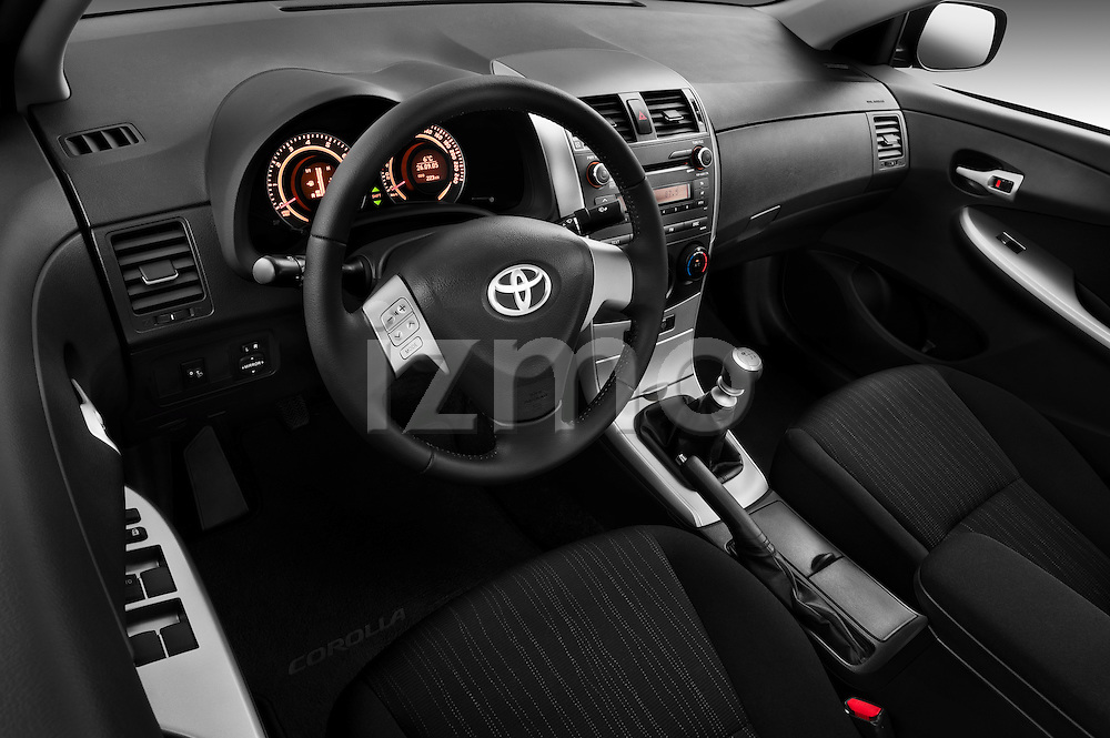 High angle dashboard view of a 2010 Toyota Corolla Linea Sol 4 Door Sedan