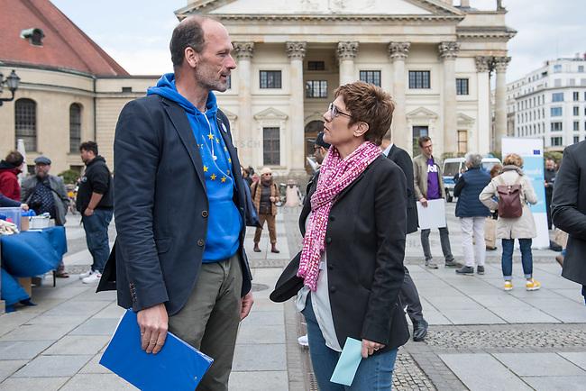 """#EuropaDemo von """"Pulse of Europe"""" am Sonntag den 5. Mai 2019 auf dem Berliner Gendarmenmarkt.<br /> Als Redenerin war u.a. Annegret Kramp-Karrenbauer, Bundesvorsitzende der CDU (rechts im Bild), eingeladen.<br /> Links: Pulse of Europe-Vorstandsmitglied Dr. Alexander Freiherr Knigge.<br /> 5.5.2019, Berlin<br /> Copyright: Christian-Ditsch.de<br /> [Inhaltsveraendernde Manipulation des Fotos nur nach ausdruecklicher Genehmigung des Fotografen. Vereinbarungen ueber Abtretung von Persoenlichkeitsrechten/Model Release der abgebildeten Person/Personen liegen nicht vor. NO MODEL RELEASE! Nur fuer Redaktionelle Zwecke. Don't publish without copyright Christian-Ditsch.de, Veroeffentlichung nur mit Fotografennennung, sowie gegen Honorar, MwSt. und Beleg. Konto: I N G - D i B a, IBAN DE58500105175400192269, BIC INGDDEFFXXX, Kontakt: post@christian-ditsch.de<br /> Bei der Bearbeitung der Dateiinformationen darf die Urheberkennzeichnung in den EXIF- und  IPTC-Daten nicht entfernt werden, diese sind in digitalen Medien nach §95c UrhG rechtlich geschuetzt. Der Urhebervermerk wird gemaess §13 UrhG verlangt.]"""