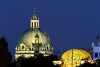 Kuppel der Karlskirche und des Secession Gebäudes, Wien, Österreich, UNESCO-Weltkulturerbe<br /> Dome of  of Charles church and of Secession-building, Vienna, Austria, world heritage