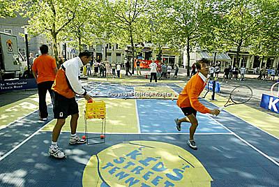 20030918, Zwolle, Davis Cup, NL-India, Straattennis met John van Lottum.