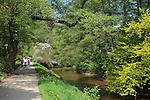 Germany, Baden-Wuerttemberg, Baden-Baden: walk along Lichtentaler Allee with river Oos | Deutschland, Baden-Wuerttemberg, Baden-Baden: Spaziergang entlang der Lichtentaler Allee mit dem Fluesschen Oos