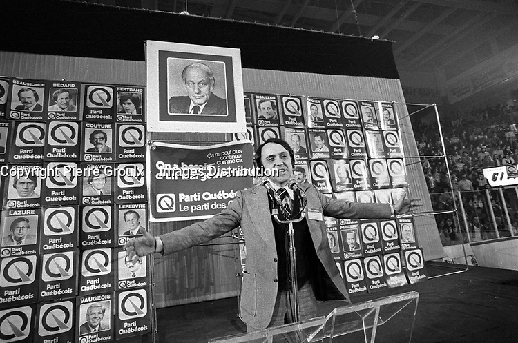 Montreal (QC) CANADA, November 15, 1976 file photo -<br /> Gilbert Paquette adress the crown before <br /> Parti Quebecois win the provincial 1976 election.