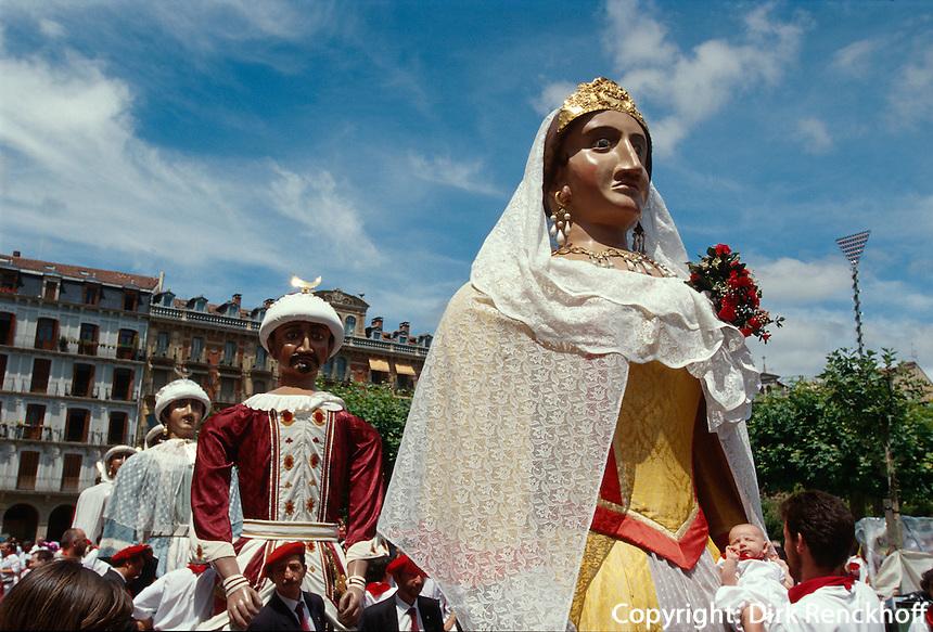 Fiesta San Fermin, Gigantes (Riesenpuppen), Pamplona, Navarra, Spanien