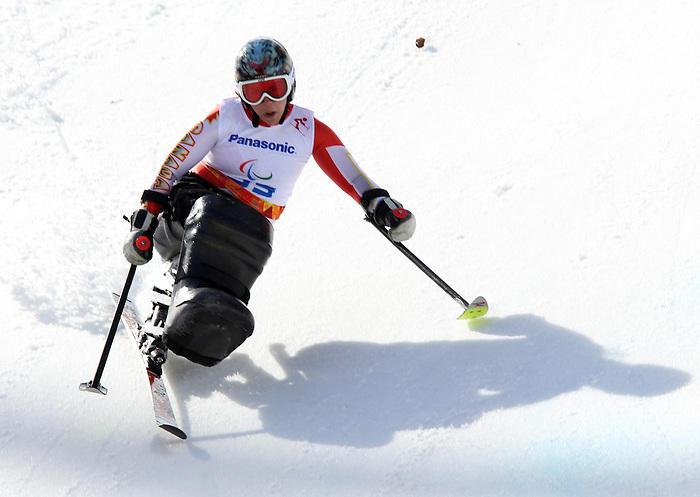 Kimberly Joines, Sochi 2014 - Para Alpine Skiing // Para-ski alpin.<br /> Kimberly Joines competes in the women's giant slalom sitting event // Kimberly Joines participe au slalom géant féminin assis. 16/03/2014.
