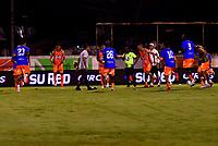 ENVIGADO - COLOMBIA, 02-12-2020: Jugadores de Envigado F. C. calientan antes de partido entre Envigado F. C., y Deportivo Independiente Medellin de la fecha 2 por la Liguilla BetPlay DIMAYOR 2020, en el estadio Polideportivo Sur de la ciudad de Envigado. / Players of Envigado F. C., warm up prior a match between Envigado F. C., and Deportivo Independiente Medellin of the 2nd date for the BetPlay DIMAYOR 2020 Liguilla at the Polideportivo Sur stadium in Envigado city. Photo: VizzorImage / Luis Benavides / Cont.
