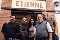 """Europe/France/Provence-Alpes-Côte d'Azur/13/Bouches-du-Rhône/Marseille: Etienne Cassaro et son équipe du restaurant """"Etienne"""" 43 rue de Lorette/Quartier du Panier [Non destiné à un usage publicitaire - Not intended for an advertising use][<br /> PHOTO D'ARCHIVES // ARCHIVAL IMAGES<br /> FRANCE 2000"""