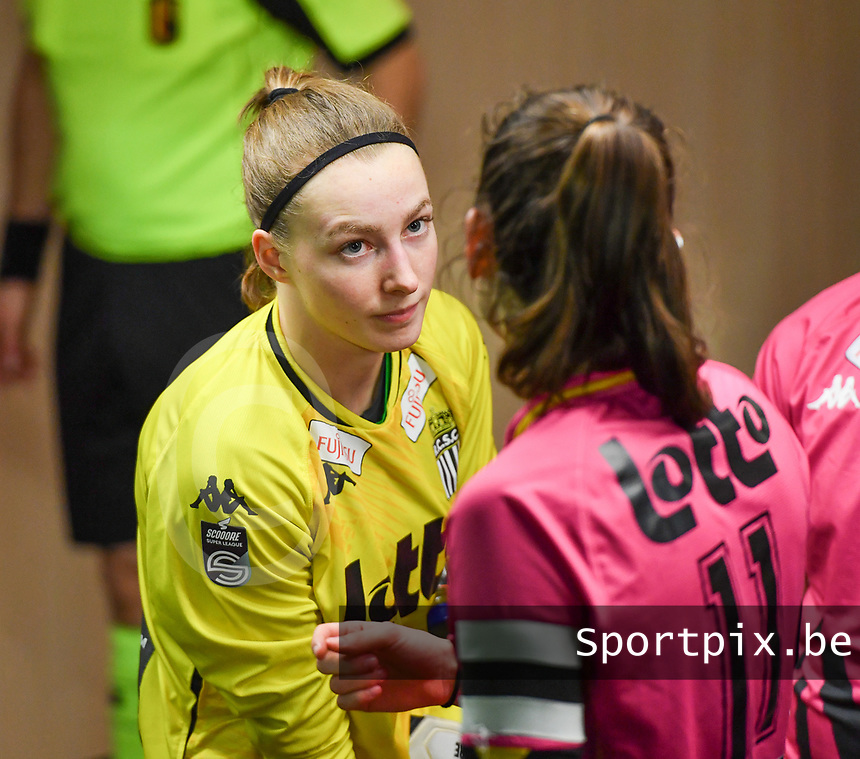goalkeeper Ambre Collet (1) of Sporting Charleroi pictured during a female soccer game between RSC Anderlecht Dames and Sporting Charleroi on the 13 th matchday of the 2020 - 2021 season of Belgian Womens Super League , friday 5 th of February 2021  in Tubize , Belgium . PHOTO SPORTPIX.BE | SPP | DAVID CATRY