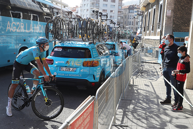 Omar Fraile (ESP) Astana Pro Team has a chat at sign on before the start of Stage 10 of the Vuelta Espana 2020 running 187.4km from Castro Urdiales to Suances, Spain. 30th October 2020.    <br /> Picture: Luis Angel Gomez/PhotoSportGomez | Cyclefile<br /> <br /> All photos usage must carry mandatory copyright credit (© Cyclefile | Luis Angel Gomez/PhotoSportGomez)