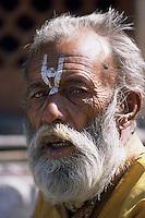 """Asie/Inde/Rajasthan/Jaipur: Temple Hindou """"Sita Ram Ji"""" sur Chhoti Chaupar - Prêtre jouant de la musique"""