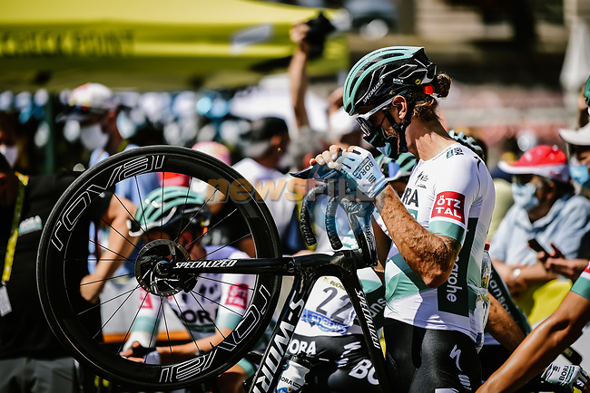 Daniel Oss (ITA) Bora-Hansgrohe at sign on before the start of Stage 4 of Tour de France 2020, running 160.5km from Sisteron to Orcieres-Merlette, France. 1st September 2020.<br /> Picture: ASO/Pauline Ballet   Cyclefile<br /> All photos usage must carry mandatory copyright credit (© Cyclefile   ASO/Pauline Ballet)