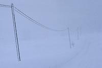 Europe/France/Franche-Comté/25/Doubs/Chapelle-des-Bois: route en hiver aux environs de Chapelle des Bois et tempête de neige.