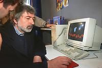 - Bologna, Aprile 1996, il cantautore Francesco Guccini visita il Futurshow, fiera dell'elettronica di consumo <br /> <br /> - Bologna, April 1996, singer-songwriter Francesco Guccini visiting the Futurshow, consumer electronic fair