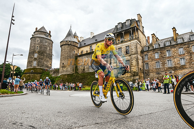 Race leader Yellow Jersey Mathieu Van Der Poel ((NED) Alpecin-Fenix in the peloton during Stage 4 of the 2021 Tour de France, running 150.4km from Redon to Fougeres, France. 29th June 2021.  <br /> Picture: A.S.O./Charly Lopez | Cyclefile<br /> <br /> All photos usage must carry mandatory copyright credit (© Cyclefile | A.S.O./Charly Lopez)