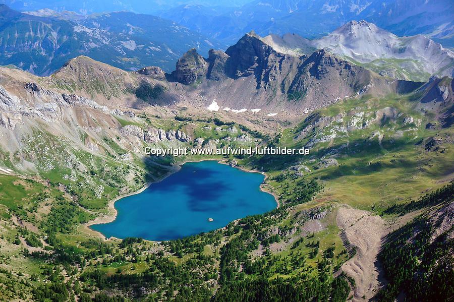 Lac d Allos: EUROPA,  FRANKREICH, ALPES MARITIMES 20.08.2013: Der  Lac d Allos  ist ein See bei 2220 Höhenmetern im  Nationalpark Mercantour im Gebiet der Alpes-de-Haute-Provence .Der Lac d Allos ist der größte natürliche Bergsee  Europas . Er umfasst 60 Hektar und hat eine Tiefe von bis zu 50 m. <br /> Der Gletschersee, hat es eine große Population von Forellen und Saiblinge.