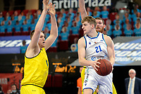 11-05-2021: Basketbal: Donar Groningen v Den Helder Suns: Groningen,  Donar speler Henry Caruso met Den Helder speler Dyon Halman