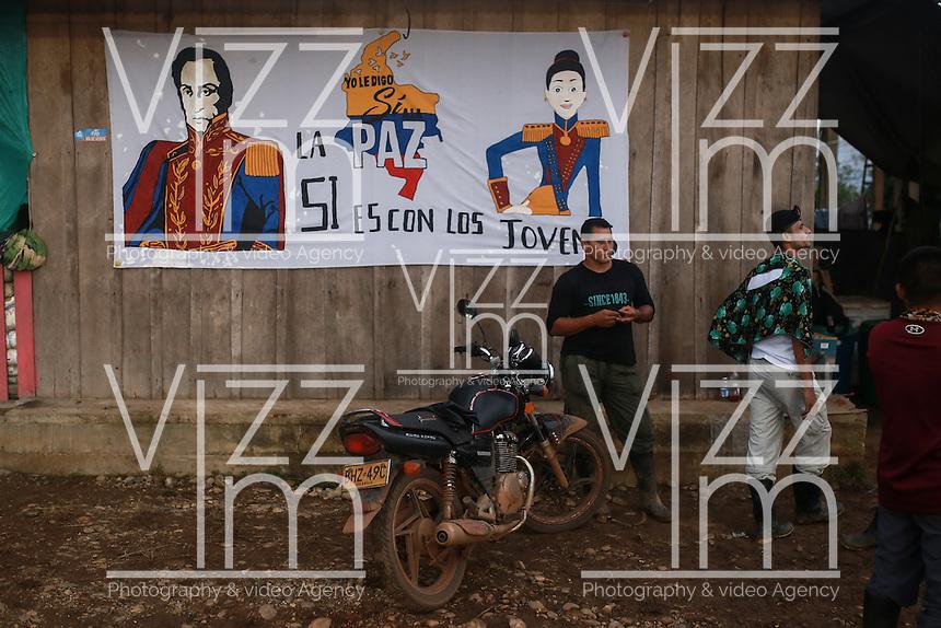 EL DIAMANTE -LLANOS DEL YARI-COLOMBIA , 21-09-2016. Aspectos generales de la Decima Conferencia de las FARC y de la vida cotidina  en los campamentos  . / FARC members attending the Tenth Conference of the FARC  Photo:VizzorImage / Iván Valencia  / Contribuidor