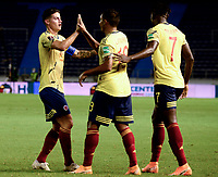 BARRANQUILLA – COLOMBIA, 09 –10-2020: Luis Muriel de Colombia (COL) celebra con James Rodriguez y Duvan Zapata su segundo gol anotado a Venezuela (VEN), durante partido entre los seleccionados de Colombia (COL) y Venezuela (VEN), de la fecha 1 por la clasificatoria a la Copa Mundo FIFA Catar 2022, jugado en el estadio Metropolitano Roberto Melendez en Barranquilla. / Luis Muriel of Colombia (COL) celebrates with James Rodriguez and Duvan Zapata his second scored goal to Venezuela (VEN), during match between the teams of Colombia (COL) and Venezuela (VEN), of the 1st date for the FIFA World Cup Qatar 2022 Qualifier,  played at Metropolitan stadium Roberto Melendez in Barranquilla. / Photo: VizzorImage / Julian Medina FCF / Cont.
