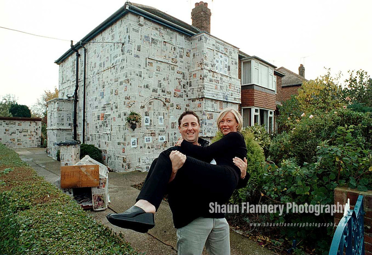 Pix, Shaun Flannery. ..COPYRIGHT PICTURE>>SHAUN FLANNERY>>01302-570814>>..Shaun & Clare Flannery outside their home in Sprotbrough, Doncaster.