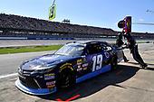 #19: Brandon Jones, Joe Gibbs Racing, Toyota Camry Toyota XYO Networks pits
