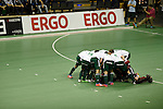 Berlin, Germany, January 31: Players of HTC Uhlenhorst Muehlheim huddle together before the 1. Bundesliga Herren Hallensaison 2014/15 semi-final hockey match between Harvestehuder HTC(black/yellow) and HTC Uhlenhorst Muehlheim (white/green) on January 31, 2015 at the Final Four tournament at Max-Schmeling-Halle in Berlin, Germany. Final score 6-3 (2-2). (Photo by Dirk Markgraf / www.265-images.com) *** Local caption ***