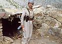 Iraq 1979 .In Nawzang, Azad Sagerma in front the kitchen of his home.Irak 1979.A nawzang, Azad Sagerma posant devant la cuisine de sa maison
