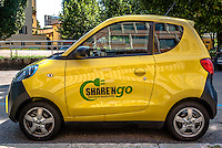 Milano, microcar elettrica della cinese ZD per il car sharing Share'ngo --- Milan, chinese-made ZD electric microcar of car sharing Share'ngo