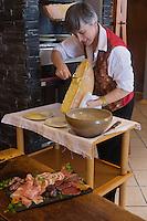 Europe/France/73/Savoie/Val d'Isère:  Service de la raclette au Restaurant de l Hôtel: L'Avancher,  Auto N°: 2013-102
