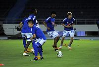 BARRANQUILLA - COLOMBIA, 23-02-2021: Jugadores de Millonarios F. C. calientan previo al partido entre Atletico Junior y Millonarios F. C. de la fecha 9 por la Liga BetPlay DIMAYOR I 2021 jugado en el estadio Metropolitano Roberto Melendez de la ciudad de Barranquilla. / Players of Millonarios F. C. warm up prior a match between Atletico Junior and Millonarios F. C. of the 9th date for BetPlay DIMAYOR I 2021 League played at the Metropolitano Roberto Melendez Stadium in Barranquilla city. Photo: VizzorImage / Jairo Cassiani / Cont.