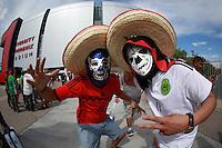 Aficionados del futbol arriban al Estadio de la Universidad de Arizona ,para el encuentro entre la Selección Mexicana vs Guatemala durante la Copa Oro 2015 CONCACAF .