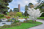 United Kingdom, England, Greater London, Kew: district in the London Borough of Richmond upon Thames - The Japanese Garden and Pagoda with spring blossom at Royal Botanic Gardens, UNESCO World Heritage Site | Grossbritannien, England, Kew: Stadtteil Londons im Stadtbezirk London Borough of Richmond upon Thames - der japanische Garten im Royal Botanic Gardens, inzwischen UNESCO Weltkulturerbe