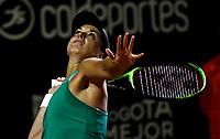 BOGOTÁ-COLOMBIA, 08-04-2019: Sabine Lisicki de Alemania, se prepara para servir a Amanda Anisimova de Estados Unidos, durante partido por el Claro Colsanitas WTA, que se realiza en el Carmel Club en la ciudad de Bogotá. / Sabine Lisicki from Germany, prepares to serves to Amanda Anisimova from United States, during a match for the WTA Claro Colsanitas, which takes place at Carmel Club in Bogota city. / Photo: VizzorImage / Luis Ramírez / Staff.