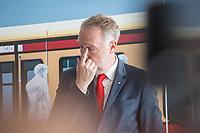 Alexander Kaczmarek (im Bild), Konzernbevollmaechtigter der DB AG und Peter Buchner, Vorsitzender der Geschaeftsfuehrung der S-Bahn stellten am Mittwoch den 18. Juli 2018 die Qualitaetsoffensive der S-Bahn Berlin vor.<br /> Es sollen mehr als 30 Millionen Euro investiert werden um die Infrastruktur zu modernisieren und zusaetzliche Fahrzeugfuehrer ausgebildet werden.<br /> 18.7.2018, Berlin<br /> Copyright: Christian-Ditsch.de<br /> [Inhaltsveraendernde Manipulation des Fotos nur nach ausdruecklicher Genehmigung des Fotografen. Vereinbarungen ueber Abtretung von Persoenlichkeitsrechten/Model Release der abgebildeten Person/Personen liegen nicht vor. NO MODEL RELEASE! Nur fuer Redaktionelle Zwecke. Don't publish without copyright Christian-Ditsch.de, Veroeffentlichung nur mit Fotografennennung, sowie gegen Honorar, MwSt. und Beleg. Konto: I N G - D i B a, IBAN DE58500105175400192269, BIC INGDDEFFXXX, Kontakt: post@christian-ditsch.de<br /> Bei der Bearbeitung der Dateiinformationen darf die Urheberkennzeichnung in den EXIF- und  IPTC-Daten nicht entfernt werden, diese sind in digitalen Medien nach §95c UrhG rechtlich geschuetzt. Der Urhebervermerk wird gemaess §13 UrhG verlangt.]