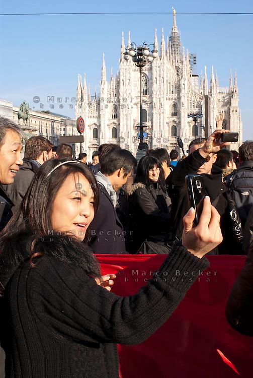 Milano, festeggiamenti per il Capodanno cinese. Selfie --- Milan, Chinese New Year celebrations