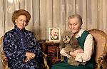 Milano 29/01/2002.Renata Tebaldi con la governante Tina e il cane New, Renata Tebaldi with Tina, the housekeeper and New, the dog