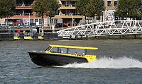 Nederland - Rotterdam- 2020.   De Maas. Watertaxi.  Foto ANP / Hollandse Hoogte / Berlinda van Dam
