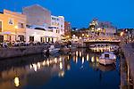 Spain, Menorca, Ciutadella: Restaurant S' Amarador and Ayuntamiento de Ciutadella at night | Spanien, Menorca, Ciutadella: Restaurant S' Amarador und das Rathaus am Abend