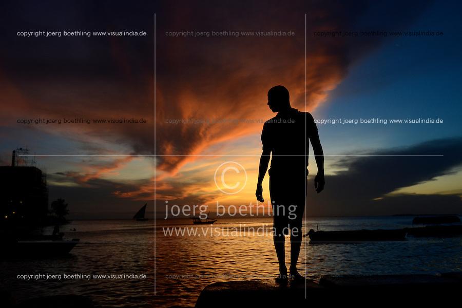 TANZANIA Zanzibar, Stone town, evening at sea / TANSANIA Insel Sansibar, Stonetown, abends am Meer