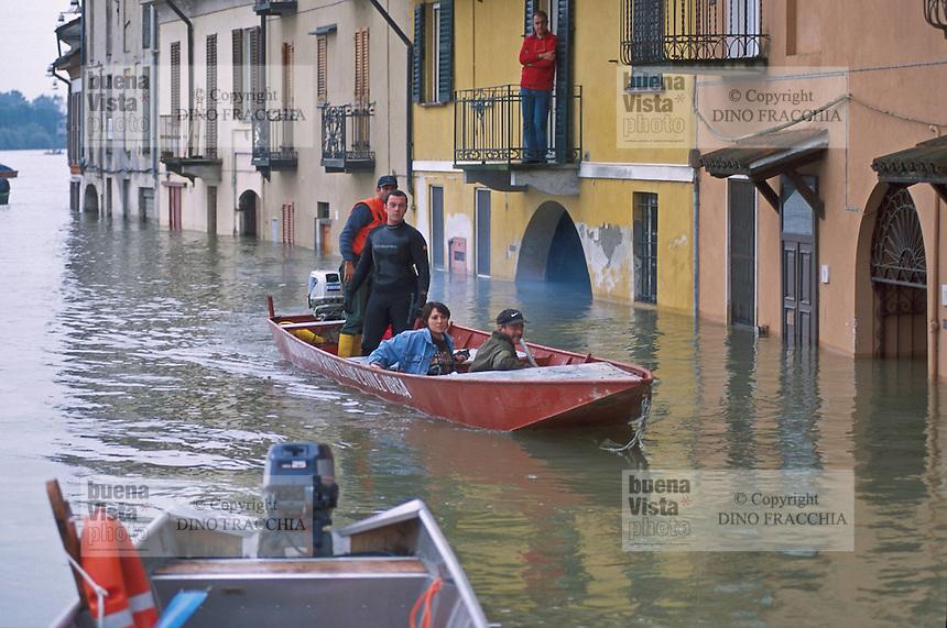 - the Pavia city flooded by the Ticino river....- la città di Pavia allagata dalla piena del fiume Ticino