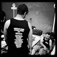 """Bergarbeiterstreik in Spanien.<br />Am 5. Juli 2012 erreichten 200 Bergarbeiter mit dem """"Marcha Negra"""" (der Schwarze Marsch) nach 14 Tagen und 381,7 Kilometer Marsch die Ortschaft Sanchidrian in der Provinz Avila. Am 11. Juli 2012 wollen die Mineros in Madrid eintreffen und vor das Wirtschaftsministerium gehen.<br />Mit dem Marcha Nagra und dem seit Mai andauernden Streik der Mineros soll die Regierung gezwungen werden, die Kuerzung von 64% der Bergbaufoerderung zurueck zu nehmen. Die Kuerzung bedeutet das Aus fuer den spanischen Bergbau und tausende Bergarbeiter sind von Arbeitslosigkeit bedroht.<br />Im Bild: Die Mineros erholen sich und schlafen gemeinsam in einer Turnhalle.<br />5.7.2012, Sanchidrian/Spanien<br />Copyright: Christian-Ditsch.de<br />[Inhaltsveraendernde Manipulation des Fotos nur nach ausdruecklicher Genehmigung des Fotografen. Vereinbarungen ueber Abtretung von Persoenlichkeitsrechten/Model Release der abgebildeten Person/Personen liegen nicht vor. NO MODEL RELEASE! Don't publish without copyright Christian-Ditsch.de, Veroeffentlichung nur mit Fotografennennung, sowie gegen Honorar, MwSt. und Beleg. Konto:, I N G - D i B a, IBAN DE58500105175400192269, BIC INGDDEFFXXX, Kontakt: post@christian-ditsch.de.<br />Urhebervermerk wird gemaess Paragraph 13 UHG verlangt.]"""