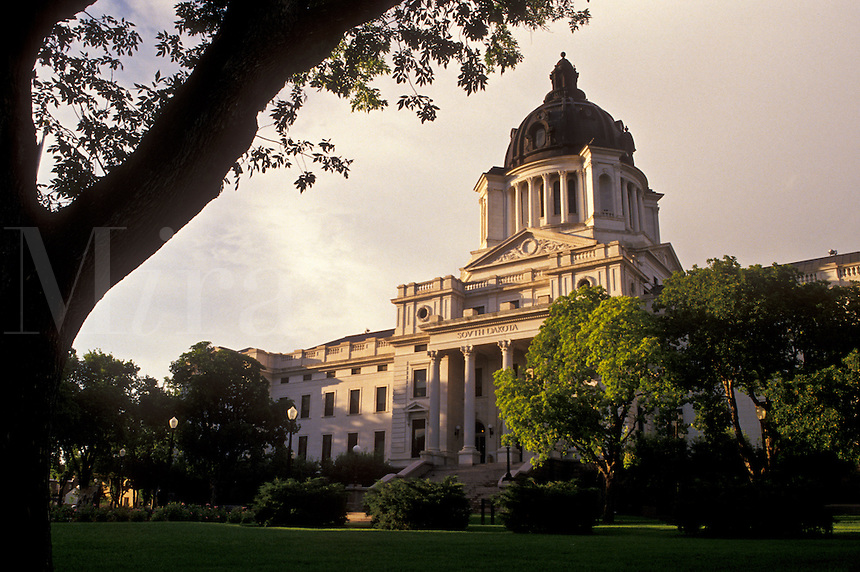 Pierre, SD, State Capitol, South Dakota, The South Dakota State Capitol Building in the capital city of Pierre.