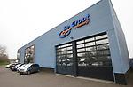Foto: VidiPhoto<br /> <br /> VEENENDAAL – Autobedrijf De Groot handelt voornamelijk in occassions en heeft een vestiging in zowel Veenendaal als Rhenen. De twee broers Jan en Gerrald vormen samen de directie van het bedrijf.<br /> Foto: De vestiging in Veenendaal.