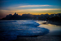 RJ. Rio de Janeiro. 08.07.2020 CLIMA TEMPO Entardecer na praia de Ipanema, zona sul, nesta quarta-feira, (08). (Foto: Ellan Lustosa / Código 19)