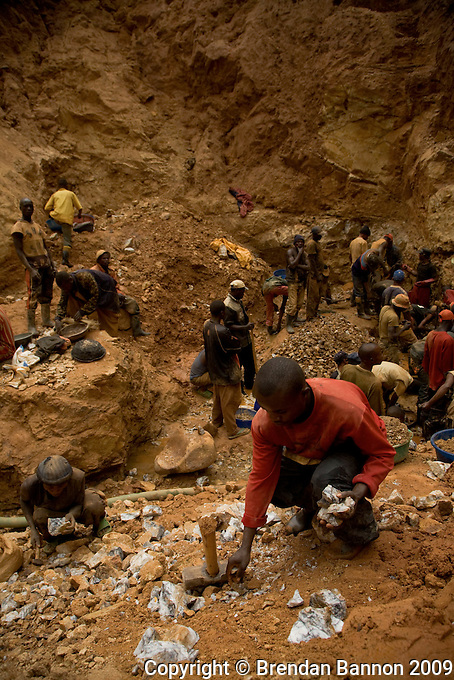 Chudja mine in North eastern DRC. the Mine site was originally identified for  exploitation by artisinal miners in 1998. They abandoned the site during teh war when  a shortage of labor and insequrity forced  them away. In 2005 it  was  opened again. More than 2,000 people work daily in this mine..