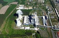 Schwarze Pumpe: DEUTSCHLAND, EUROPA, BRANDENBURG 10.05.2018:<br /> Kraftwerk Schwarze Pumpe<br /> Unter der Bezeichnung Kraftwerk Schwarze Pumpe wird heute ein 1993 bis 1998 errichtetes und von der LEAG betriebenes Braunkohle-Großkraftwerk, bestehend aus zwei Kraftwerksblöcken mit einer Leistung von je 800 MW, verstanden. Es befindet sich auf dem Areal des Industrieparks Schwarze Pumpe. Auf diesem Gelände gab es bereits seit 1955 mehrere, heute nicht mehr existierende Kraftwerke.