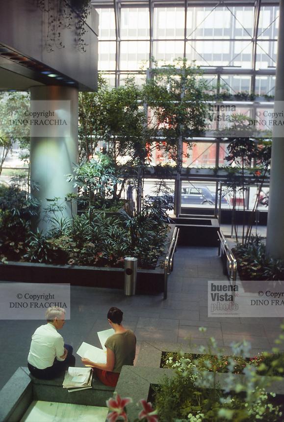 - USA, New York, internal garden of the Chemical Bank building<br /> <br /> - USA, New York, giardino interno del palazzo Chemical Bank