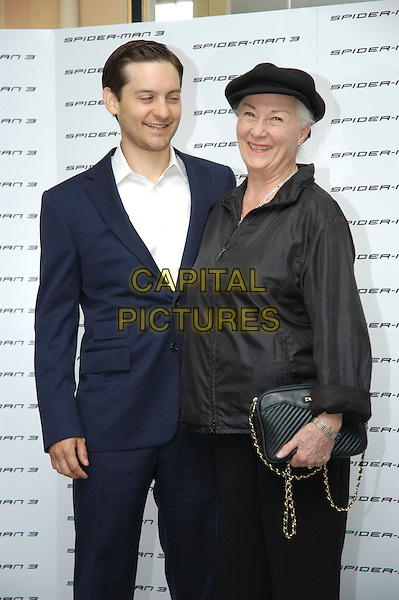 """TOBEY MAGUIRE & ROSEMARY HARRIS.Photocall for """"Spider-Man 3"""" held at the Hotel Excelsior, Rome, Italy..April 24th, 2007.half length blue suit black top hat purse bag.CAP/CAV.©Luca Cavallari/Capital Pictures"""