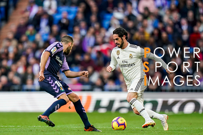 Isco Alarcon of Real Madrid (R) is tackled by Antonio Jesus Regal Anguilo of Real Valladolid during the La Liga 2018-19 match between Real Madrid and Real Valladolid at Estadio Santiago Bernabeu on November 03 2018 in Madrid, Spain. Photo by Diego Souto / Power Sport Images