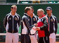 Austria, Kitzbühel, Juli 17, 2015, Tennis, Davis Cup, Presentation of the teams: captains exchanging flaggs<br /> Photo: Tennisimages/Henk Koster